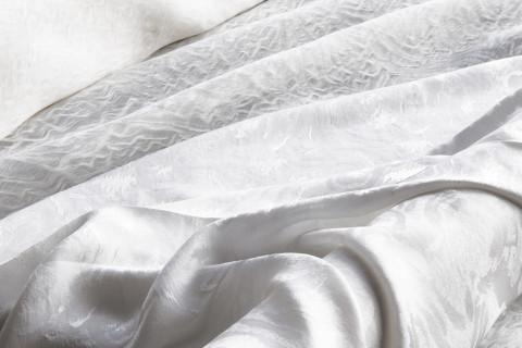 Crilù ingrosso tessuti dispone di una vasta gamma di tessuti di altissima qualità per donna. Potrete acquistare all'ingrosso tessuti di pregio come: seta - raso - crepe - chiffon - cady - velluti - ecopelle - cotoni - lino - pizzi - macramè - jacquard - tessuti ricamati - uniti e stampati - jersey lana - viscosa - cotone - lino.