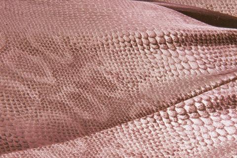 Crilù ingrosso tessuti dispone di una vasta gamma di tessuti di altissima qualità per donna. Potrete acquistare all'ingrosso tessuti di pregio come: jacquard - velluto - velluto a coste - velluto panna - ciniglia - jacquard.
