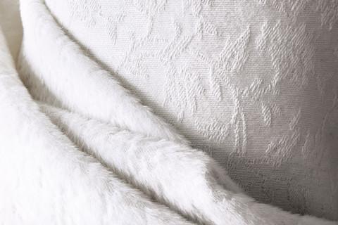 Crilù ingrosso tessuti dispone di una vasta gamma di tessuti di altissima qualità per donna. Potrete acquistare all'ingrosso tessuti di pregio come: Pura lana - lana cashmere - lana seta - lana mohair - puro cashmere - cashmere double - cashmere seta - cashmere lino - cashmere cotone - cammello - guanaco
