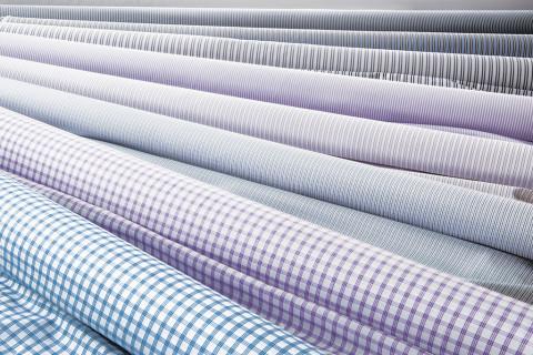 Crilù ingrosso tessuti dispone di una vasta gamma di tessuti di altissima qualità per la camiceria uomo. Potrete acquistare all'ingrosso tessuti di pregio per realizzare camice di elevata qualità come: cotone - lino - seta.